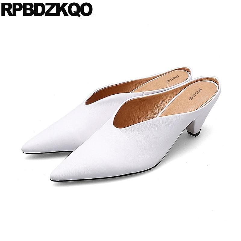 1a98b635c43b0 D été Mules Véritable Pantoufle Sandales Blanc Bout Chaussures 2018 Suede  blanc Femmes Talons Pointu Black Moyen Haute Bloc Pompes Mode Frais Cuir ...