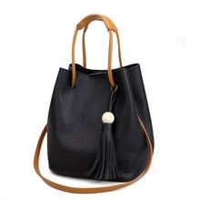 2017 Bolsos de La Manera de Las Mujeres Salvajes Borla Bucket Bolsa de Asas de Cuero Mujeres Messenger Bags Girls para el Bolso de Hombro Marcas de Diseño