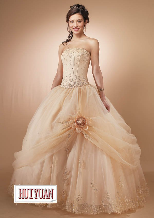 cream gown embroidery flower-in Wedding Dresses from Weddings ...