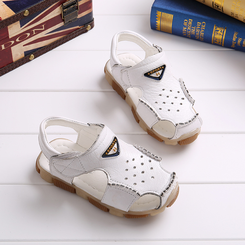 Child Beach Sandals Close Toe Hollow Breathable Boys Sandals Oxford Shoe Non-Slip Childrens Shoes Leather Beach Shoes TX100