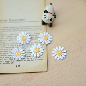 Image 1 - 10 本のデイジーの花衣料用パッチカットソー刺繍アップリケ Diy のアパレルアクセサリー衣料用パッチ