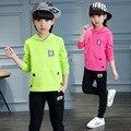 Com capuz pouco grande esporte meninas do bebê terno primavera outono verde roupas de estilo chinês vermelho para partes superiores das meninas calças de treino 2017 nova