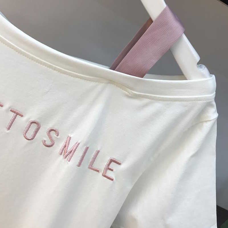 2019 primavera verano Mujer moda 2 piezas traje Slash Collar fuera del hombro Camiseta larga y ahueca hacia fuera la falda de encaje trajes faldas Set