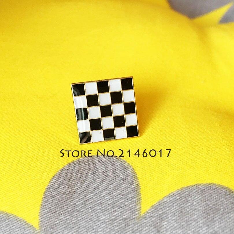 50 sztuk niebieski Lodge Masons masoński czarny biały kratkę dywan podłoga broszka klapie masonem mozaiki Pavement niestandardowe szpilki odznaka w Broszki od Biżuteria i akcesoria na  Grupa 1