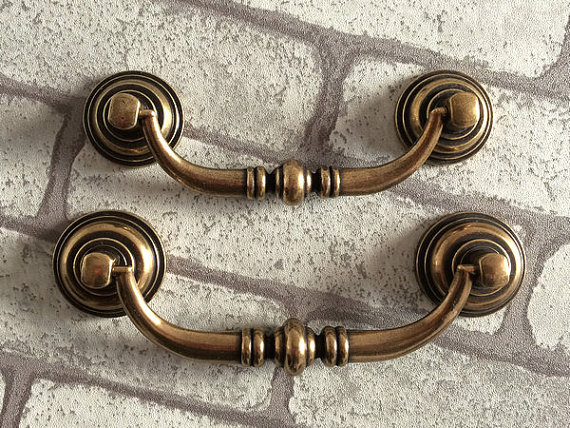 3.5 4.1 Dresser Pulls Drop Drawer Pull Handles Antique Bronze Kitchen Cabinet Handle/ Vintage Door Bail Shabby Chic 90 105 MM 128mm glass handle black crystal kitchen cabinet drawer handle bronze dresser cupboard door pull 5 vintage furniture handles