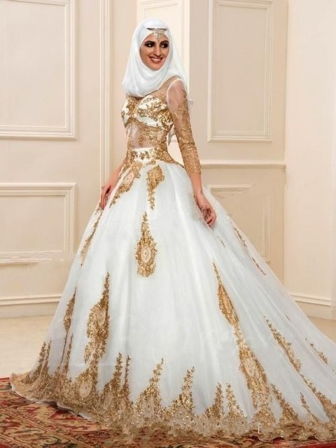 2017 V Neck Long Sleeves Arabic Wedding Dresses Gold Lace Appliques Embellished With Bling Sequins