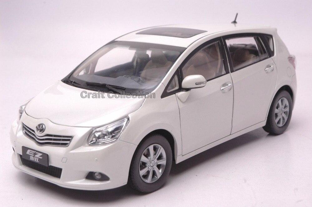 ФОТО *White 1:18 Toyota EZ E'Z Verso Hatchback Hot Selling Diecast Model Car Passenger Car Auto Modell