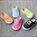 Moda del color del caramelo zapatos del niño del niño chica chico casual zapatos planos de lona de los niños embroma las zapatillas de deporte para niños y niñas zapatos