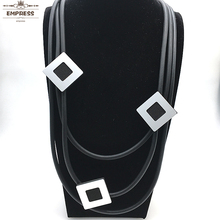 Women in The DIY Jewelry Line Claim Square Trim Has a Hand-Worn Soft Foam Aluminum Necklace As XL070 Lucky Necklace.