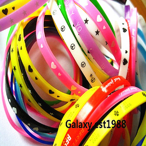 Image 2 - 100pcs silicone wristbands bracelet colorful rubber girls boys kids unisex bands sport bangle mixed design Wholesale lots bulk
