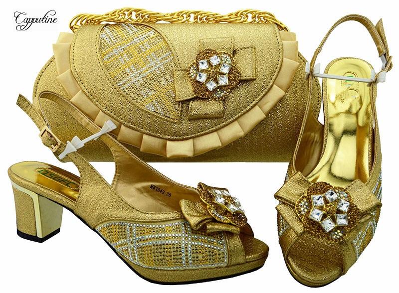 Удивительные туфли-лодочки с сумочкой комплект модные вечерние сандалии и сумка с камнями MM1049 в золото, высота каблука 6,5 см