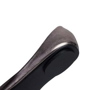Image 3 - Plus Size 35 41 Fashion Flats for Women 2016 Pointed Toe Soft Outsole Flat Heel Shoes Single Street Fashion Flats Free Shipping