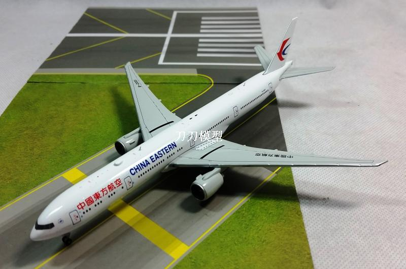 JC Wings 1:400 China Eastern Airlines Boeing B777-300ER aircraft model of B-2001 alloy