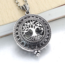 Aromatherapy Essential Oil Diffuser Necklace with Vintage Locket Pendant and Pads