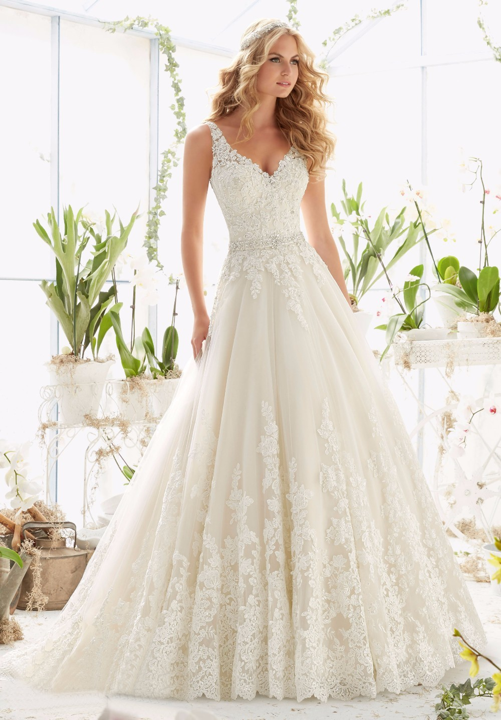 Vivian's Bridal 2018 Fashion Deep V Neck A-line Wedding Dress Sleeveless Backless Lace Applique Sashes Floor-length Bridal Dress