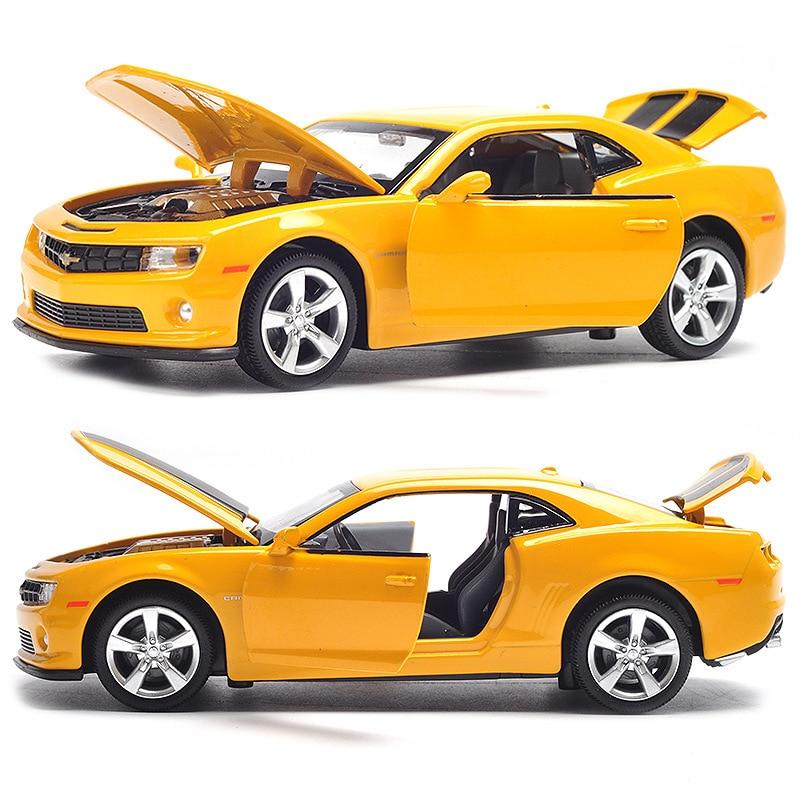 1/32 legierung Automodell, 4 türen Gießt Druck Fahrzeuge Spielzeug Autos W/Licht & Musik Gute Qualität Metall körper innen Spielzeug Geschenk Für Jungen