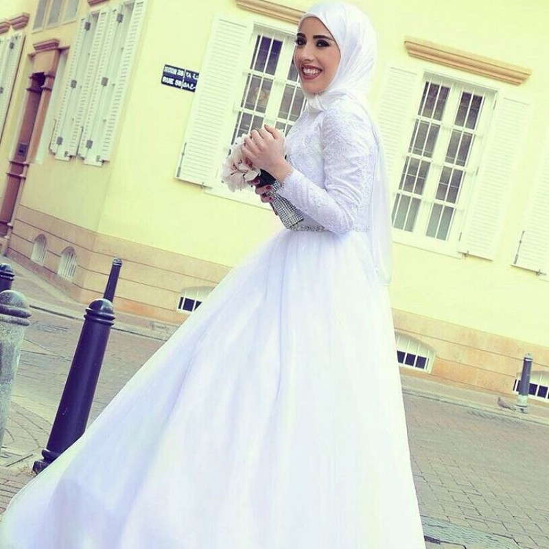 New Arrival Middle East Muslim Wedding Dress with Long Sleeve Charming High Neck Appliques Crystals font