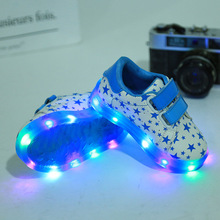 2017 children's new luminous recreational sports shoes boys and girls LED lights non-slip sports shoes baby toddler shoes