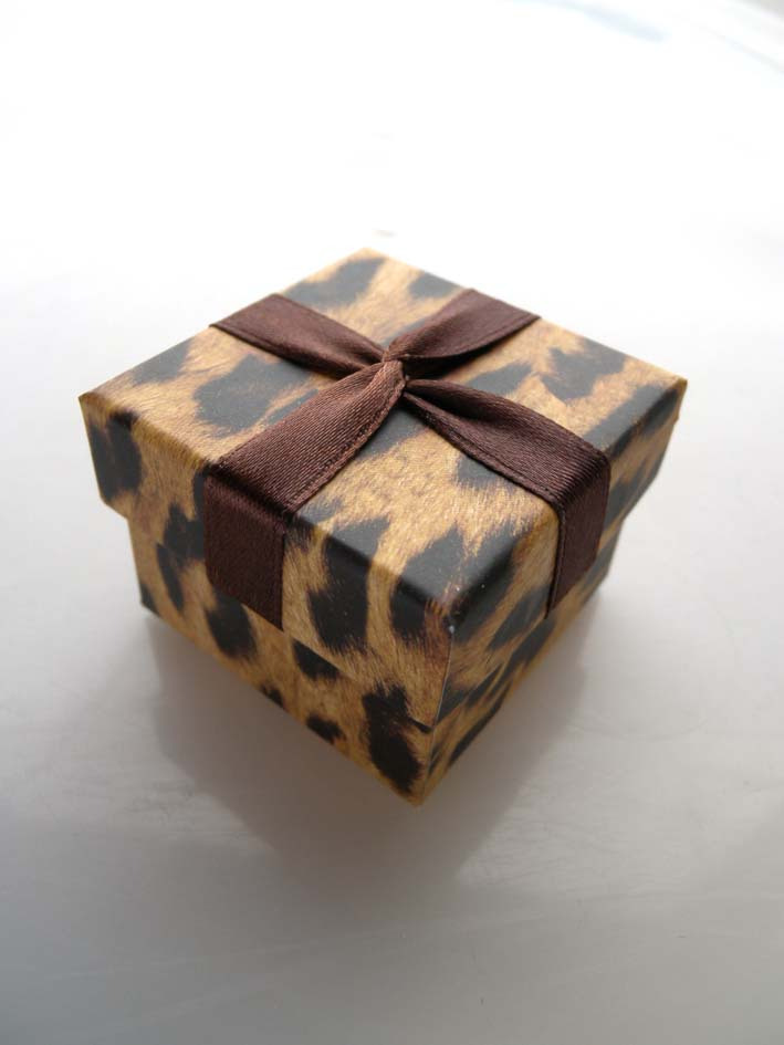 DoreenBeads Paper Jewelry Box Wholesale Earrings Box Leopard Print Ribbon Ring Box Gift Boxes Display 4.5 * 4.5 * 3.5cm 1 Piece