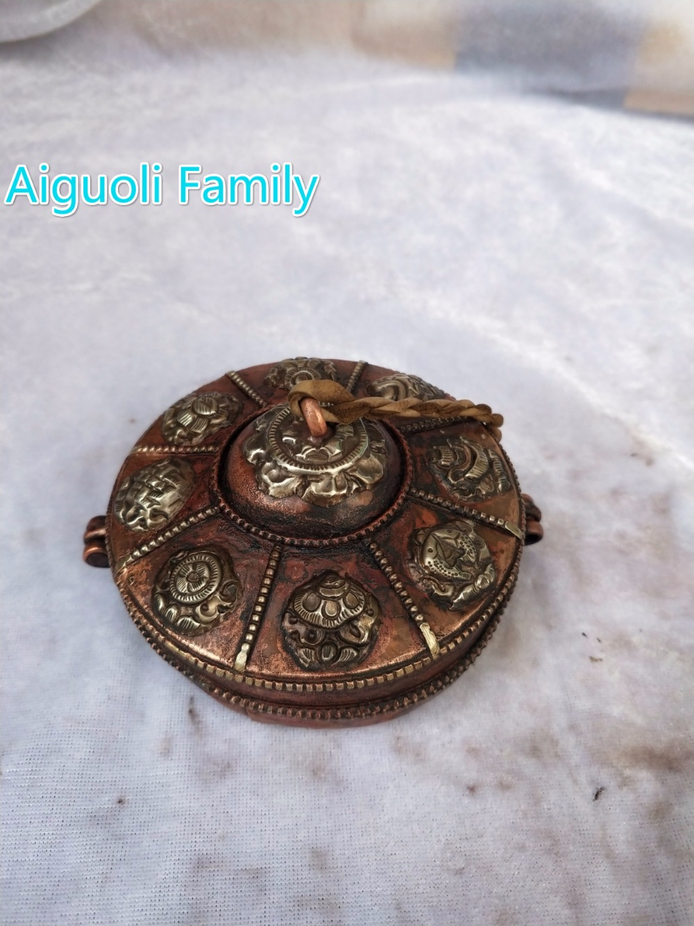 Diameter 9CM!!!Nepal/Asian antique Tibet Old Handwork 1 Pair Copper Bell With Box Statue From Traditional Tibetan Handicrafts 01Diameter 9CM!!!Nepal/Asian antique Tibet Old Handwork 1 Pair Copper Bell With Box Statue From Traditional Tibetan Handicrafts 01