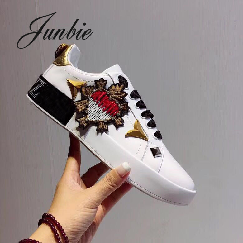 JUNBIE New Genuine Leather Metal Studded Women Casual Shoes Lace Up Floral Printed Flats Top Quality White Flats Shoes Women недорго, оригинальная цена