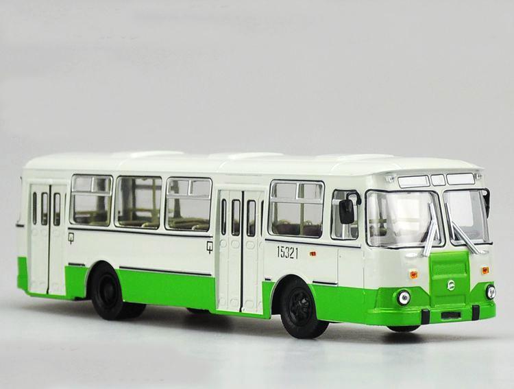 1:43 Original Russian 677M bus model green Alloy bus model Collection model