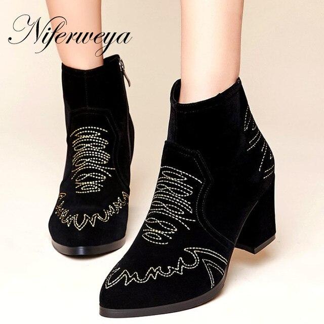 c8199be3a1bbb Zapatos bordados de Invierno women shoes moda Punta estrecha suede tacón  alto botas cortas tamaño 34