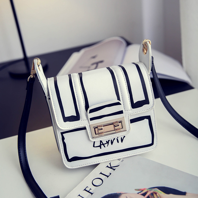 ФОТО Fashion Simple Black and White Flap Bag Personality Graffiti Shoulder Messenger Bag Women Letters Printing Crossbody Bags BG302