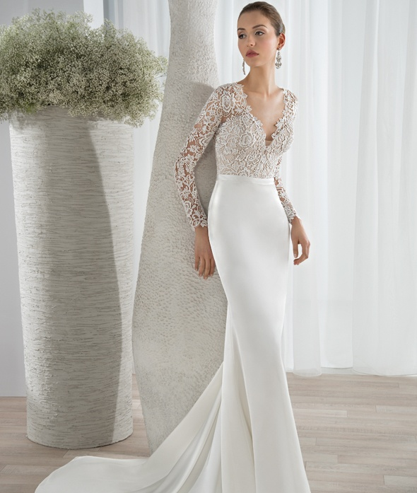 Long Sleeve V Neck Wedding Gown: Glorious Deep V Neck Button Up Back Long Sleeve Wedding