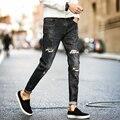 Nueva primavera de Los Ciclistas de Los Hombres Jeans de Moda 2017 de La Venta Caliente Slim Fit los hombres Pantalones Vaqueros Rasgados Pantalones Elásticos Coreanos Hombres Pantalón de Mezclilla de Los Hombres Ocasionales