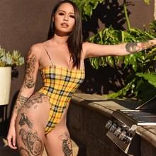 2018 Summer Women Fashion Spaghetti Straps Bodysuit Yellow Plaid Slash Neck Backless Bodysuit Sexy Bodycon Bodysuit недорого