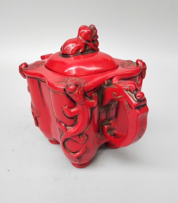 Artisanat chinois de théière de couvercle de lion de résine rouge d'imitation