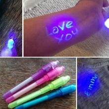 O brilho invisível da pena da tinta da pena da luz uv mágica criativa na pena escura com luz uv incorporado incluiu as baterias