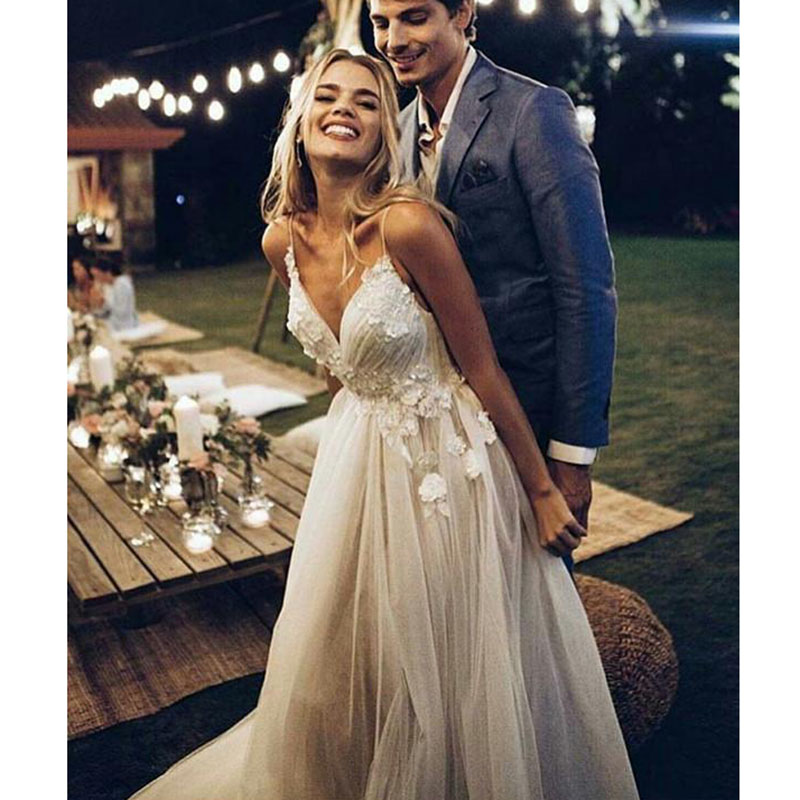 2019 A Line Long Sleeve Wedding Dress Lace Top V Neck