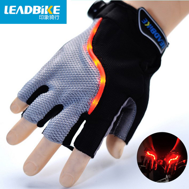Leadbike 2017 Nové Cyklistické rukavice Half Finger Muži / Ženy LED Mountain Road Bike Sportovní Protiskluzové Bleskové rukavice Ultra prodyšné