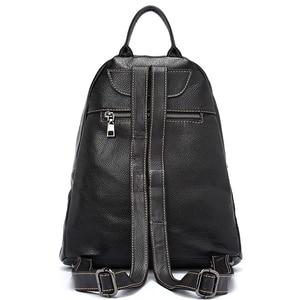 Image 2 - Zency 100% 정품 가죽 패션 여성 배낭 Preppy 스타일 여자의 Schoolbag 블랙 휴일 배낭 레이디 캐주얼 여행 가방