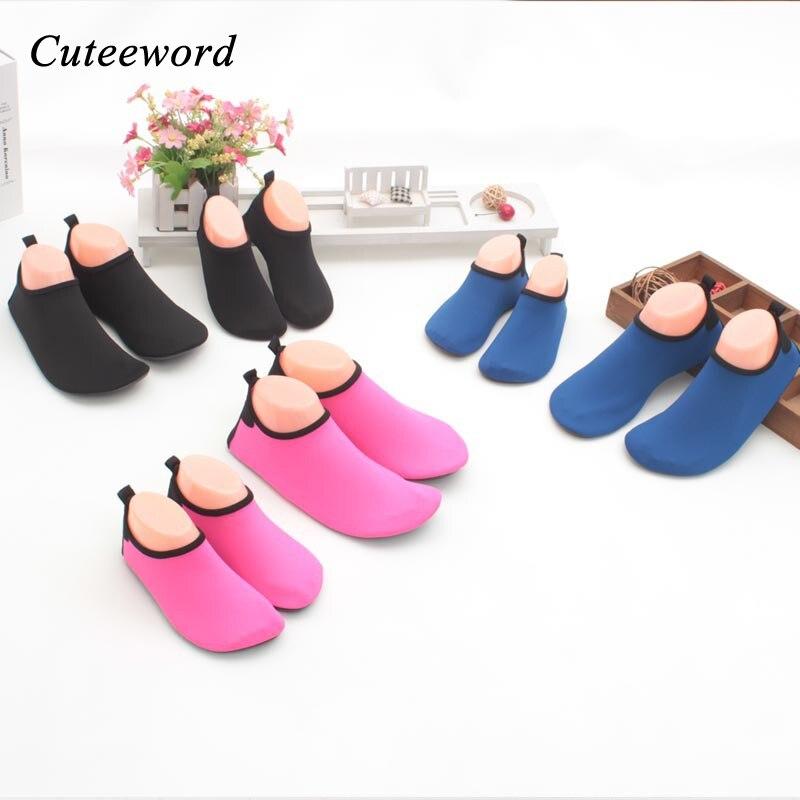Niños descalzo zapatos ocasionales del color del caramelo niños ...