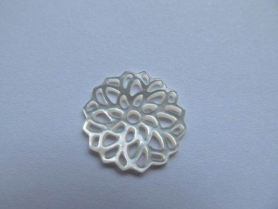 free ship 50pcs 18mm handmade flower carved MOP shell mother of pearl roundel carved white red purple jewelry bead