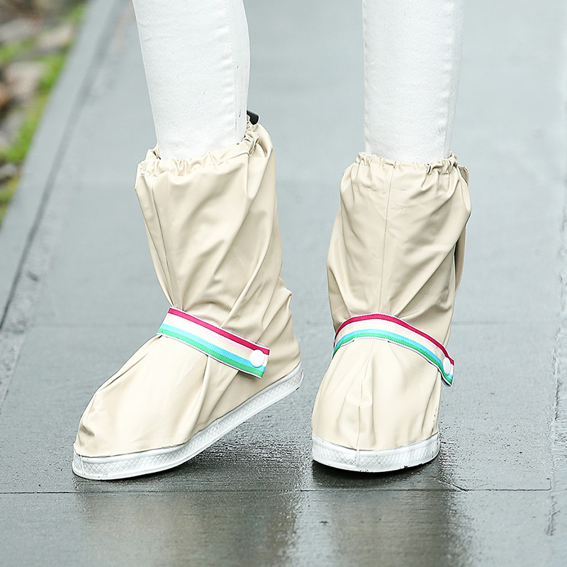 Fashionable and Waterproof Shoe Made of PVC for Women and Men Suitable for Mud Beach and Snow to Keep the Shoes Clean 4