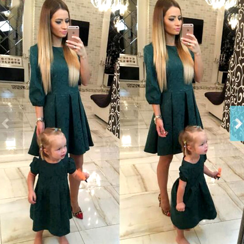 Robes de fille de mère Fashion Family correspondant tenues Out Slim mère et fille vêtements vert robe de Noël à manches demi MVUPP