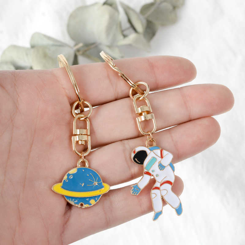 Fuga da terra! UFO Nave Espacial Foguete Planeta Astronauta Astronauta Universo Estrelas Esmalte Anel Chave KeyChain Para astrophile