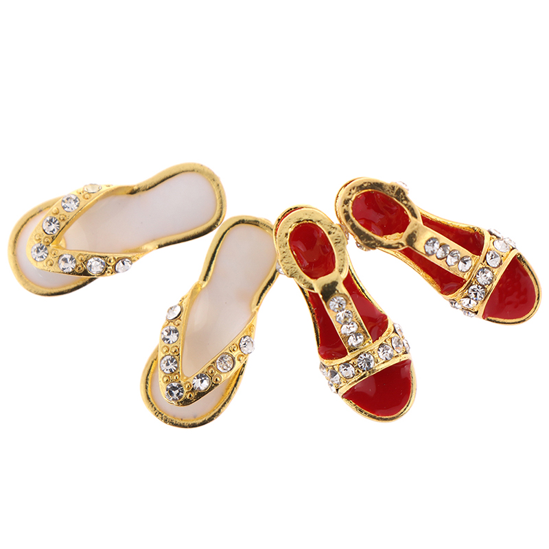 1:12 Dollhouse Metal Miniature Slippers Shoes 1/12 Dolls House Accessories Decor Pretend Play Classic Toys For Kids Girl Gift