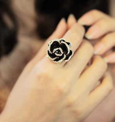Fashion Black Rose Crystal Rhinestone Opening Ring for Women Hot Fashion Lady Elegant Delicate Jewelry Gift