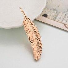 Venta al por mayor 2019 broche de oro nuevo pluma de colores para mujeres señora europeo Vintage boda broches Pin flor solapa Pins para mujeres