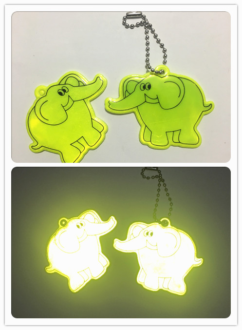 NEW Dumbo Elephant Reflective Pendant Double-sided  Key Bag Accessories Random Selection Improves Night Visibility,free Shipping