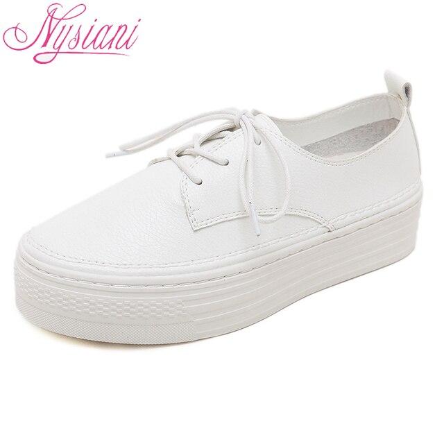 0ee8513885 2018 Sapatos de Plataforma Plana Mulheres Dedo Do Pé Redondo Moda Senhoras  Ata acima Tênis Branco