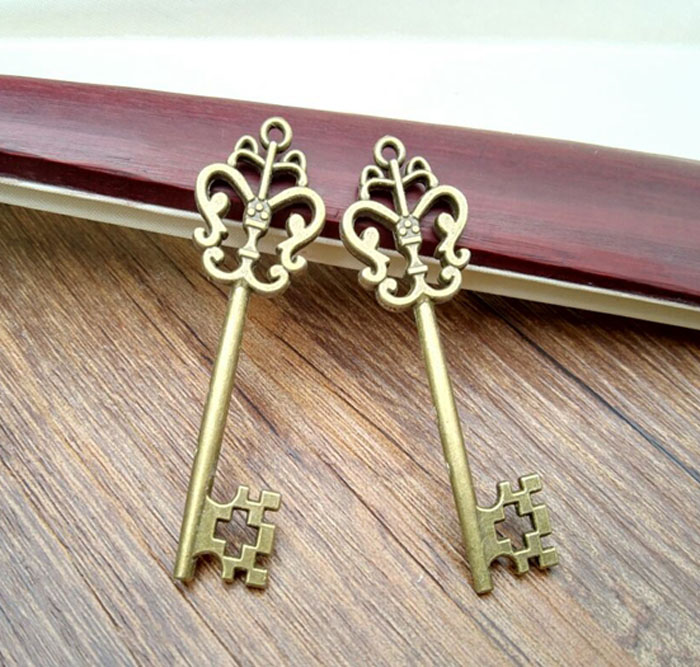2 Pieces Pack 6cm Wizard Bank Key Harry Keys Party Fans