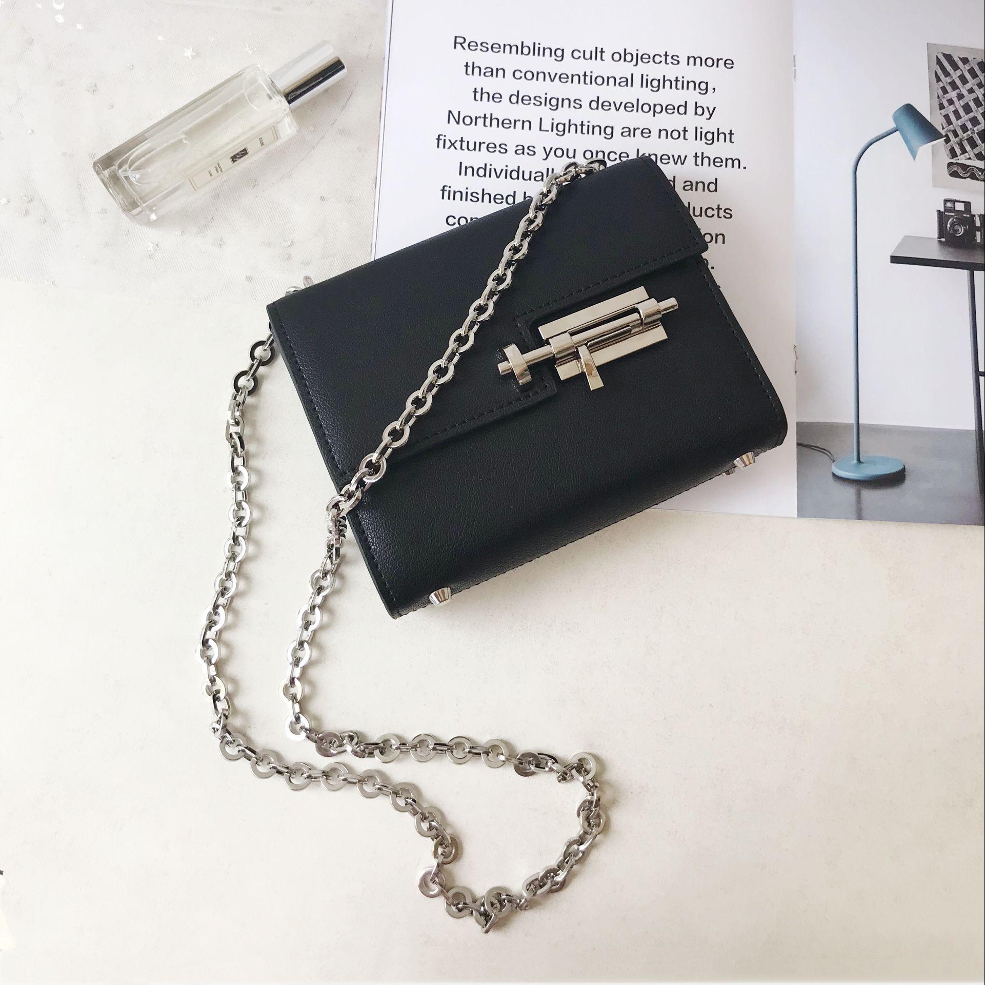 Marka prawdziwe skórzane Crossbody torba na co dzień torby na ramię srebrne łańcuszki czarny flap torba Bolsa Sac zachód projektanci Mini torby w Torebki na ramię od Bagaże i torby na  Grupa 1