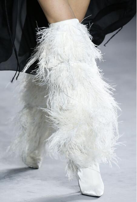 Весенние модные женские ботфорты с перьями; женские сапоги из искусственной замши на высоком каблуке; сапоги на шнуровке с ремешками; 42