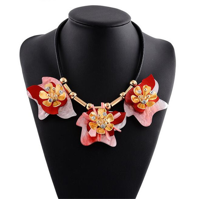 foto ufficiali 6611e 7a350 US $11.58  European And American Major Suit Exaggerated Luxury Acrylic  Alloy Flower Choker Maxi Necklace PU Leather Fashion Jewelry Collane-in  Choker ...